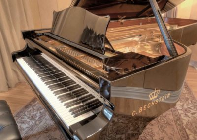 Piano-Room-Photos-grand-piano-close-up